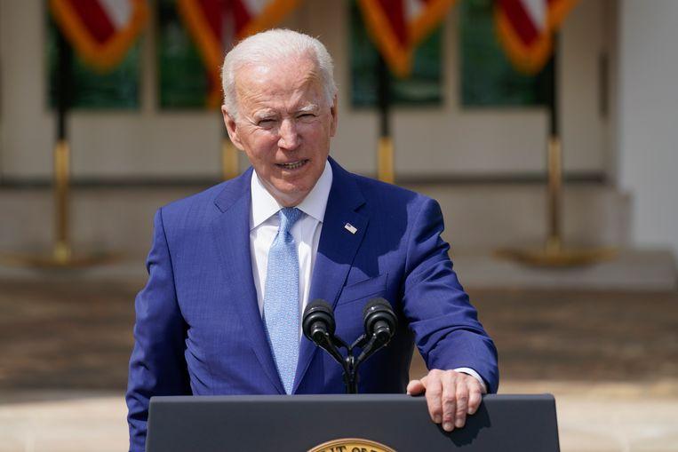 De Amerikaanse president Joe Biden houdt een toespraak over wapengeweld in de rozentuin bij het Witte Huis. Beeld AP