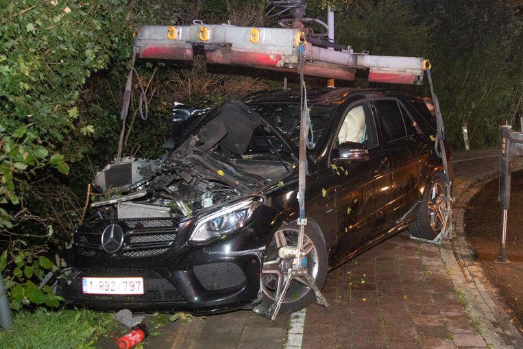 De auto wordt getakeld.