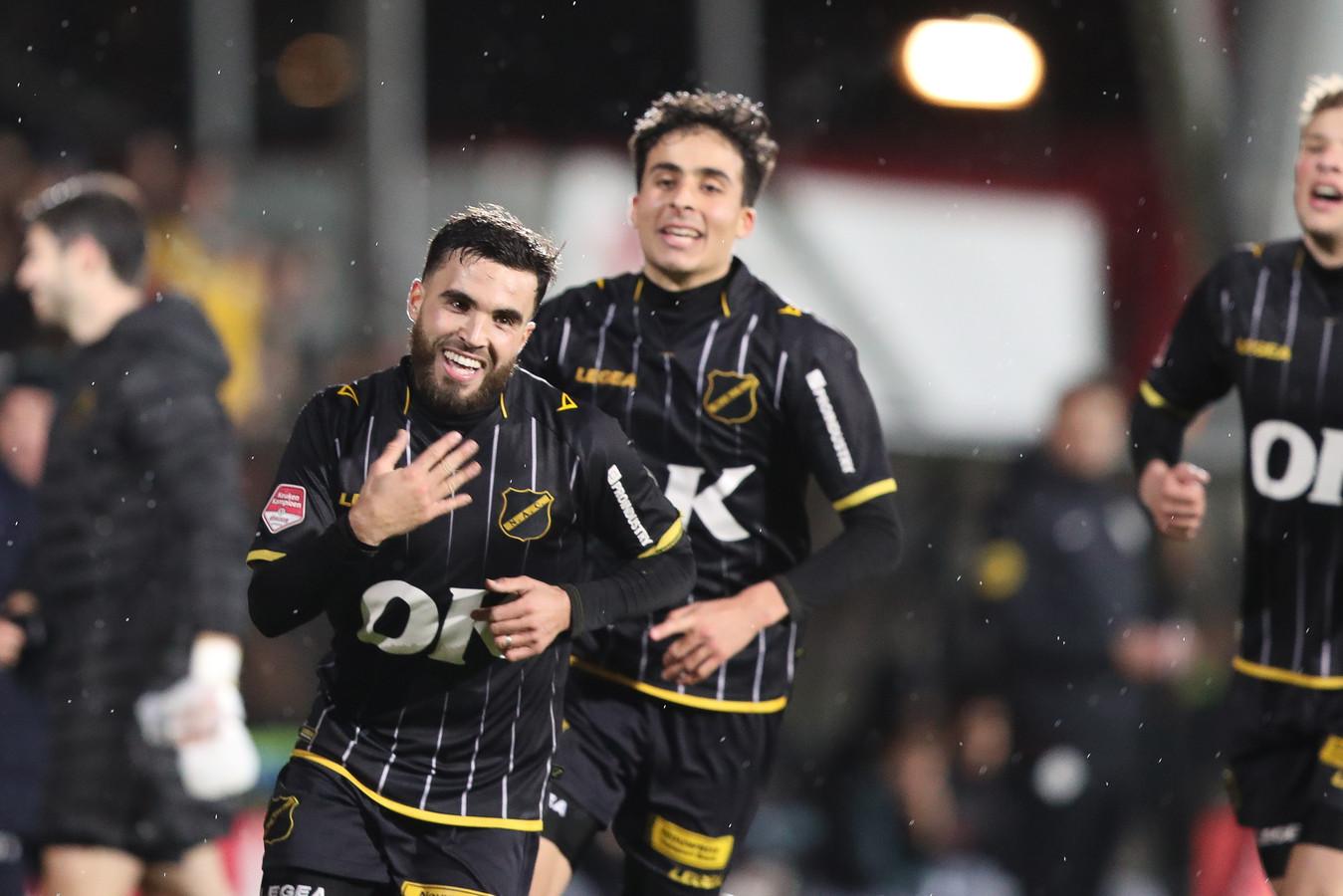 Mounir El Allouchi viert zijn doelpunt tegen Jong Ajax.