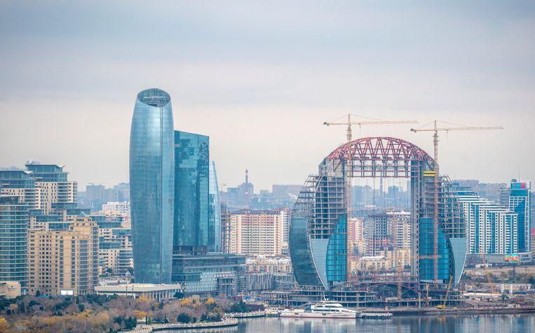 De skyline van de hoofdstad van Azerbeidzjan, Bakoe. Beeld Freek van den Bergh