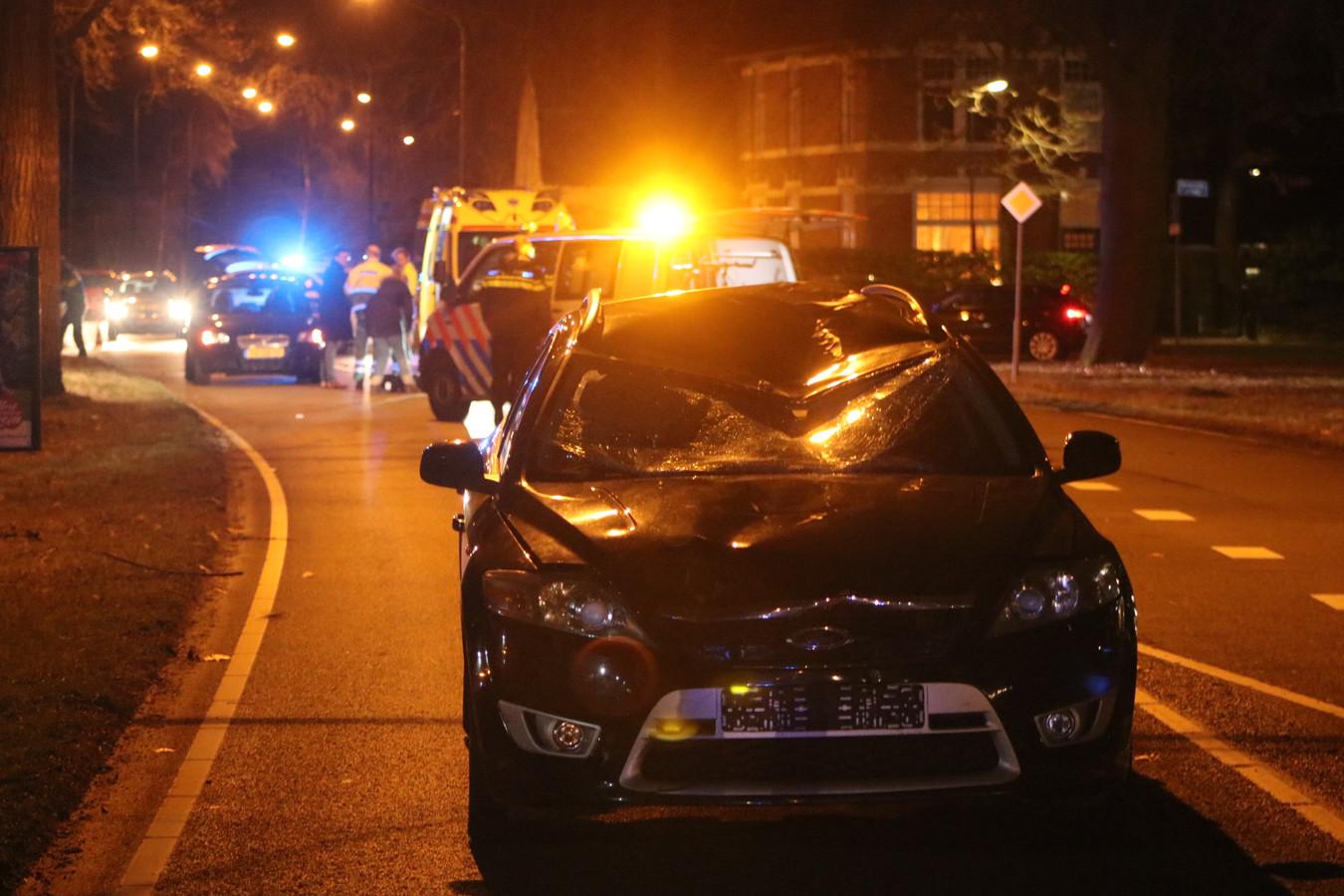 Een 18-jarige fietser kwam om het leven bij het ongeluk in Apeldoorn.