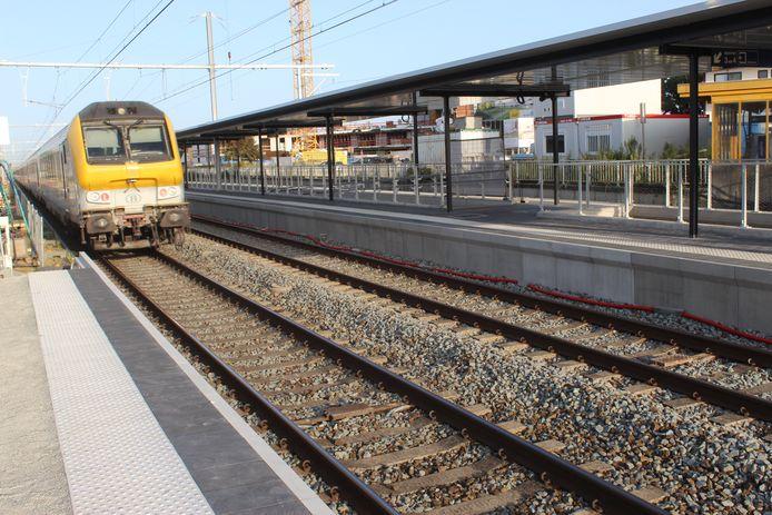 De perrons 1 en 2 in het station van Aalter  zijn al verhoogd en ondertussen in gebruik.