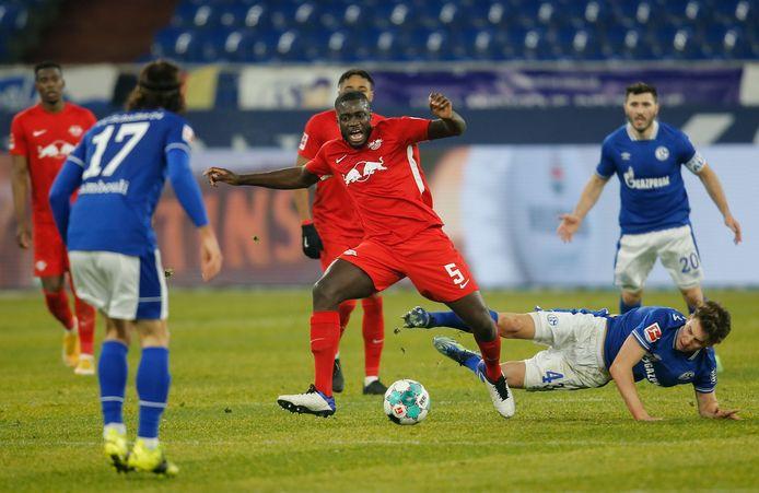 Dayot Upamecano vorige week namens RB Leipzig in actie tegen Schalke 04.