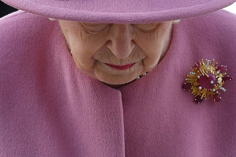 Op sociale media was er veel commentaar over de snelle terugkeer van de koningin op de werkvloer. Volgens experts is het echter niet zo vreemd Beeld AFP