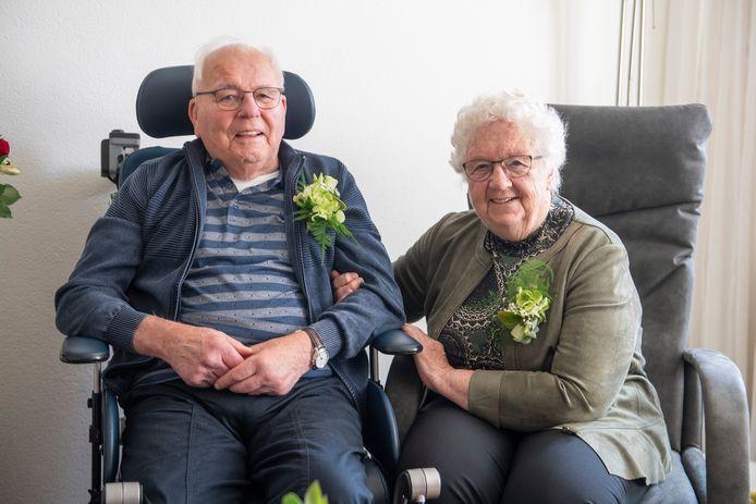 Het echtpaar Bolink-Schutten is 60 jaar getrouwd.