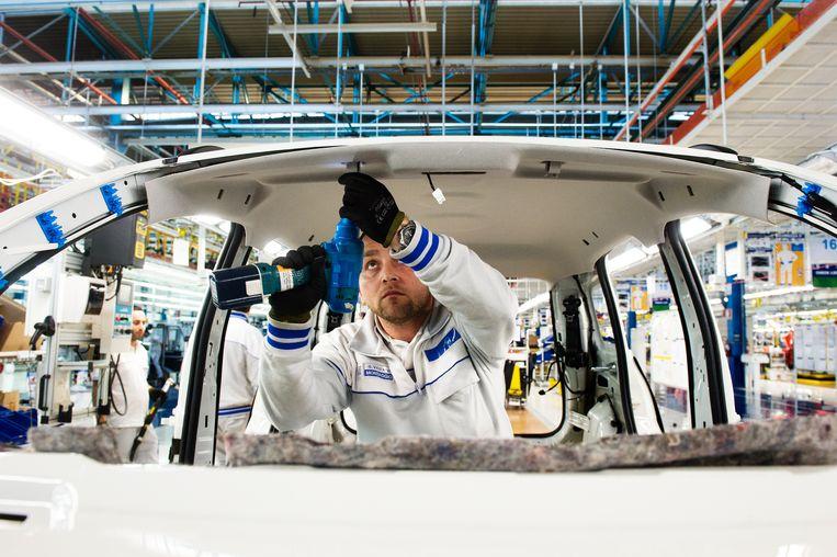 Moderne auto's zitten vol met chips die allerlei taken vervullen, van het openen en sluiten van ramen tot het regelen van de stuurbekrachtiging. Beeld LightRocket via Getty Images