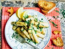 Recept: Gewokte witte asperges met ansjovis