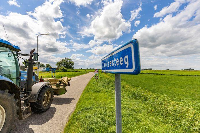 De Zwolsesteeg levert een gevaar op voor fietsers door de vele hardrijders en landbouwverkeer.