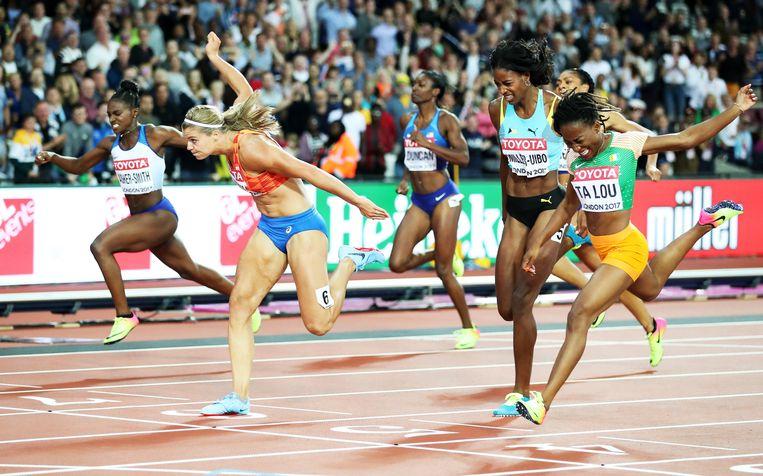 Dafne Schippers wint goud op de 200 meter tijdens het WK In Londen, 2017. Beeld EPA