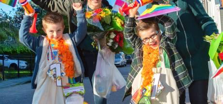 Twee paar vijfjarige beentjes uit Fijnaart lopen hun eigen Avond 4-daagse