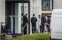 Messi (midden) bij aankomst aan het hotel in Oostkamp