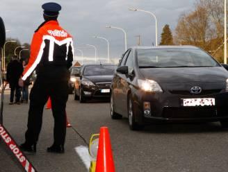 Politie controleert op gordel en gsm-gebruik, ook bestuurder die sigaretje rolt krijgt boete
