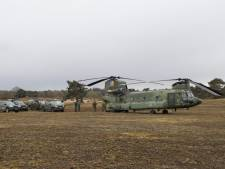 Chinook-helikopter met 10 man aan boord maakt voorzorgslanding op Wekeromse Zand: 'Alsof het gele lampje van je auto gaat branden'