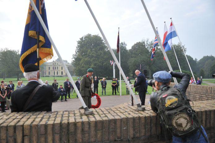 Herdenking De Naald Oosterbeek, ingetogen en respectvol.