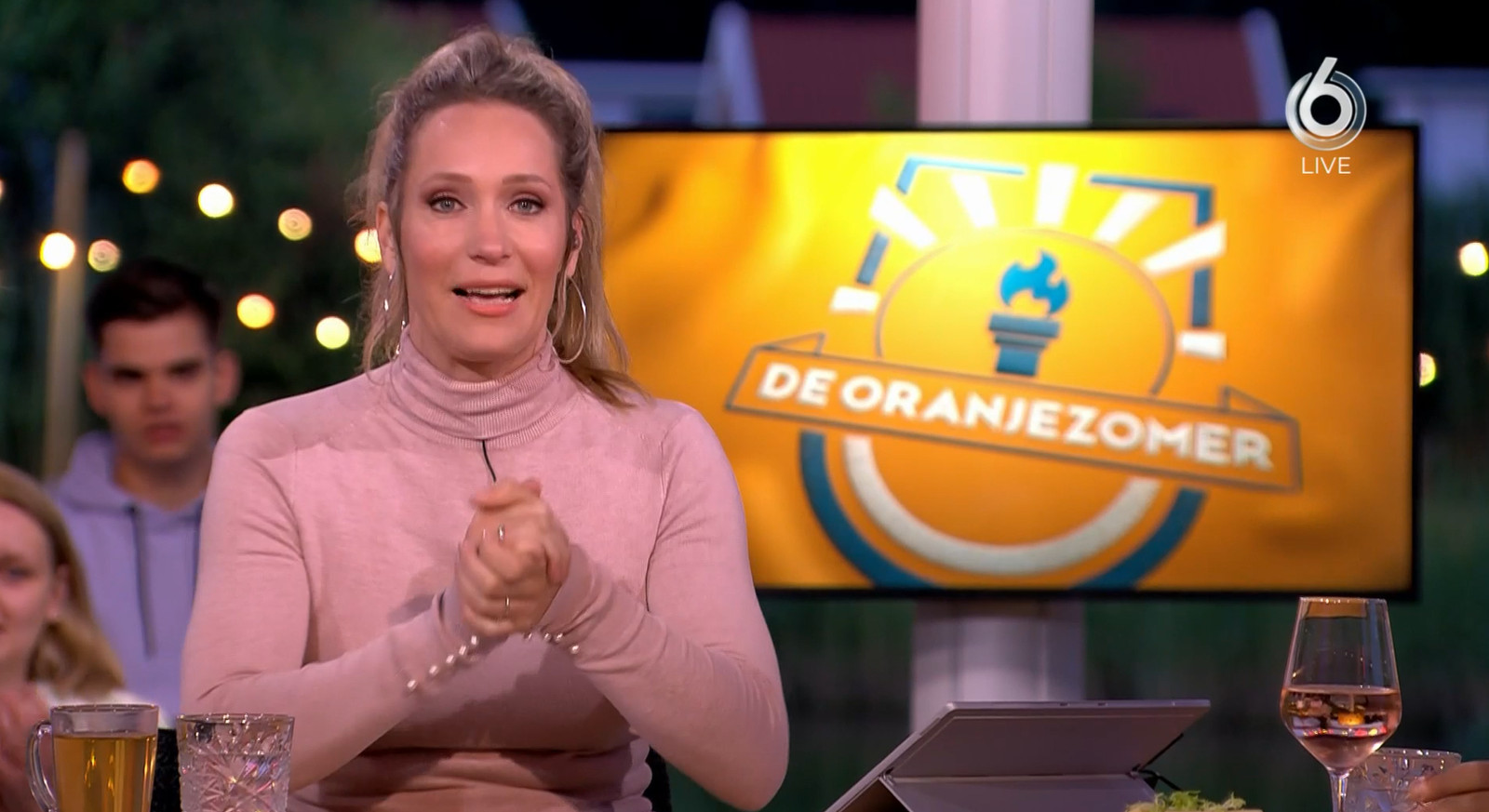 Hélène Hendriks presenteert De Oranjezomer.