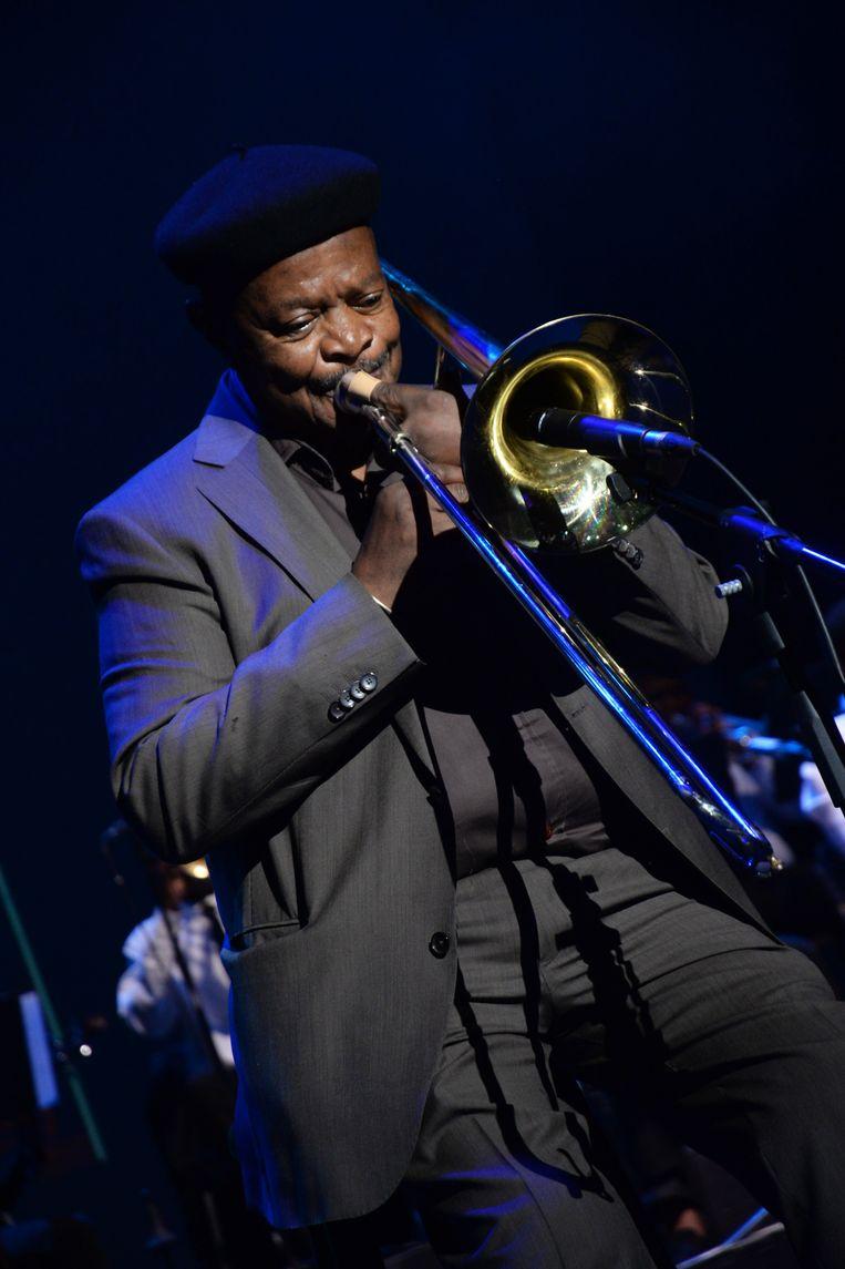 Jonas Gwangwa, hier in 2019 tijdens een optreden in Johannesburg. Beeld Oupa Bopape, Getty Images
