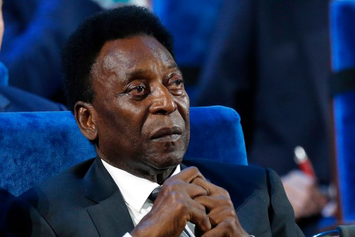 """En février 2020, Pelé avait tenu à rassurer ses admirateurs sur sa santé mentale, après des propos de son fils Edinho affirmant qu'il vivait """"reclus"""" et souffrait """"d'une certaine forme de dépression""""."""