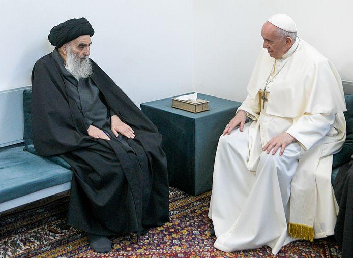 Pour la première fois, le pape François, chef des 1,3 milliard de catholiques du monde, a été reçu par le grand ayatollah Ali Sistani, plus haute autorité religieuse de nombreux musulmans chiites d'Irak et d'ailleurs.