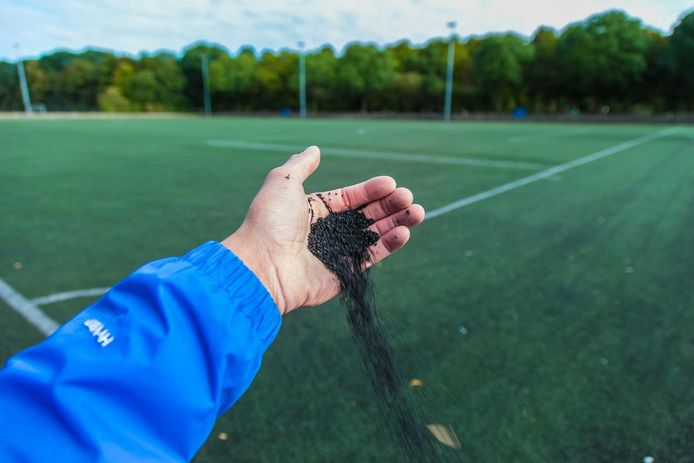 Bernheze wil op de voetbalvelden in Heeswijk-Dinther omstreden rubberkorrels gebruiken.