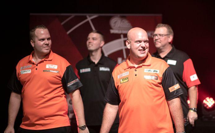Michael van Gerwen (r) en Dirk van Duijvenbode verdedigen in Jena de kleuren van Oranje.