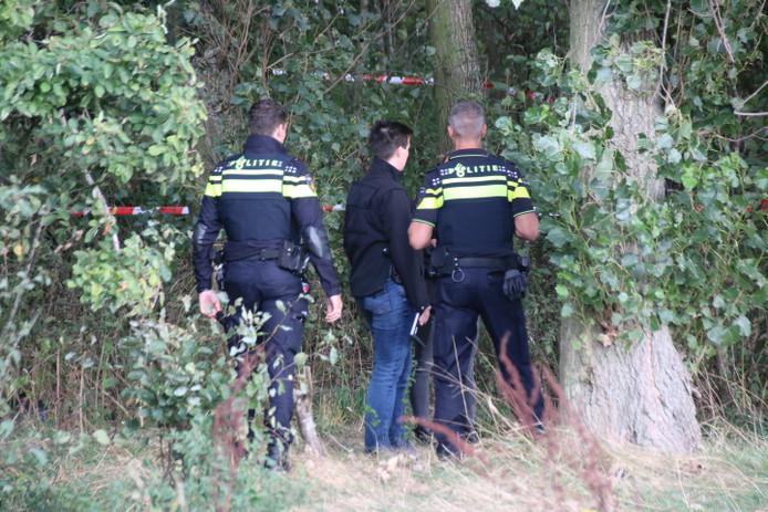 Overleden persoon aangetroffen in bosjes Lange Broekweg in Naaldwijk.
