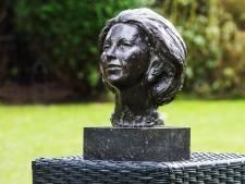 Klaas Rienks: Desnoods gipsen beeld van Beatrix in Altena