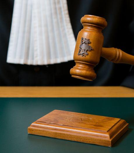 Celstraf geëist voor omkoping agent die mannen schaduwde