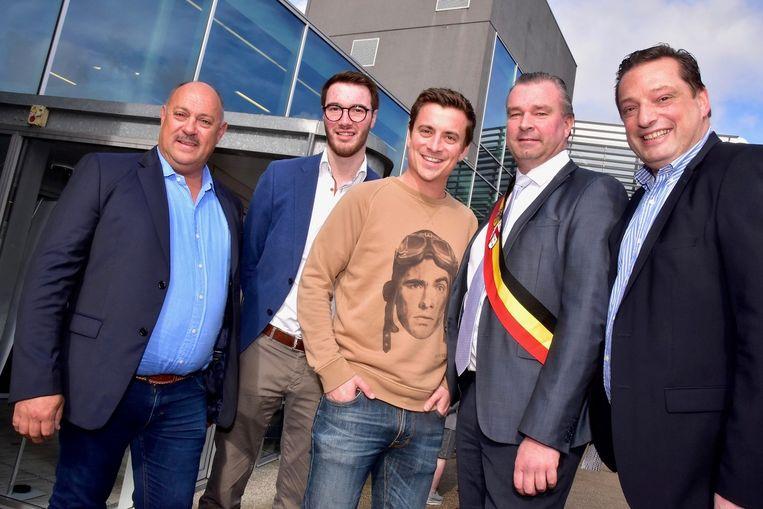 Niels Destadsbader met burgemeester Croes en organisatoren BuikRock