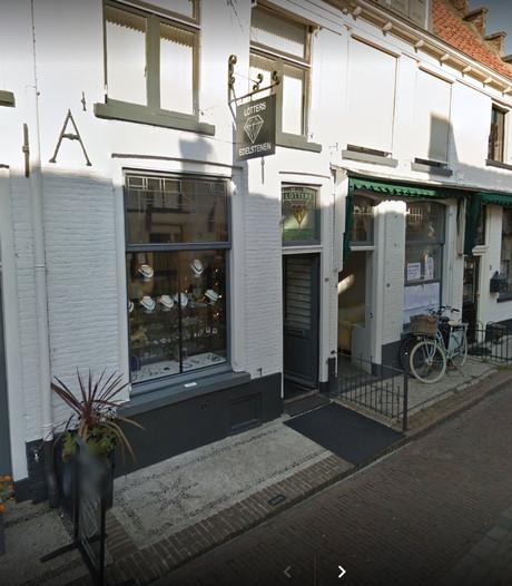 Buurvrouw voorkomt inbraak bij juwelier in Elburg