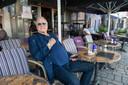 Acteur en komiek John Cleese op het terras van De Blauwe Druif.
