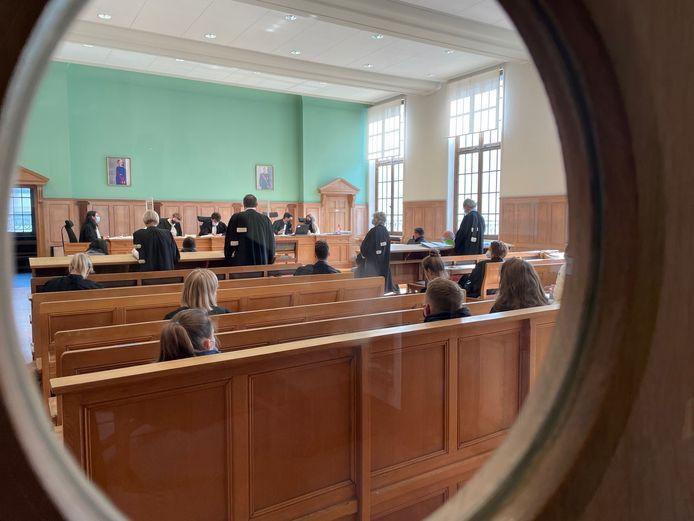 Op de rechtbank in Kortrijk schoven de betrokken parkwachters in rij aan op het beklaagdenbankje.