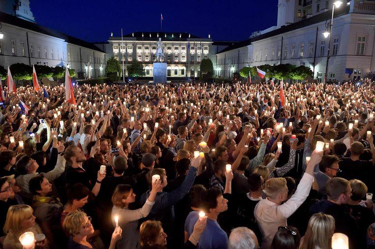Honderdduizenden Polen gingen afgelopen zomer in 280 steden de straat op. Beeld afp