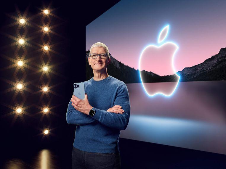Apple-CEO Tim Cook stelt de nieuwe iPhone 13 voor Beeld AFP