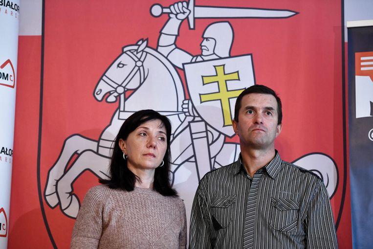 Ouders van de oud-hoofdredacteur van NEXTA,  Raman Pratasiewicz, die is gearresteerd door de Wit-Russische autoriteiten in mei. Beeld EPA