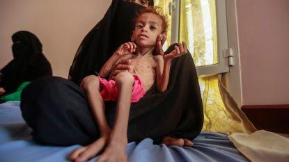 """""""Houthi-rebellen houden voedselhulp tegen in Jemen"""": eten voor uitgehongerde burgers werd verkocht op de markt"""