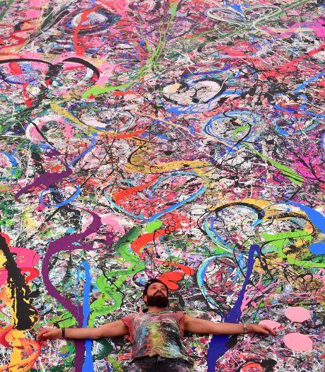 La plus grande toile du monde vendue aux enchères pour les enfants pauvres