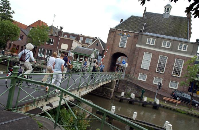 De IJsselbrug leidt naar het historische centrum van Montfoort, een van de toeristische plekjes van dit stadje.