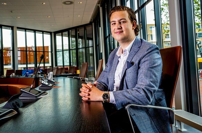 Zinho Schelkers Raadslids / lijsttrekker voor D66 Capelle in de raadszaal. Foto: Frank de Roo