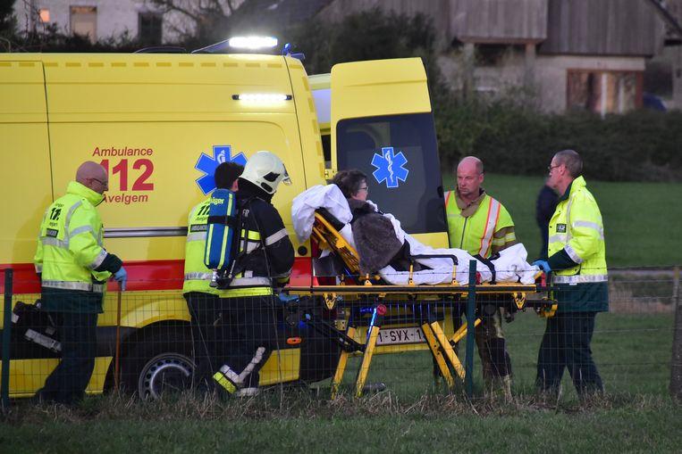 Buurvrouw Thérèse Feys raakte bevangen door de rook en werd naar het ziekenhuis gebracht.