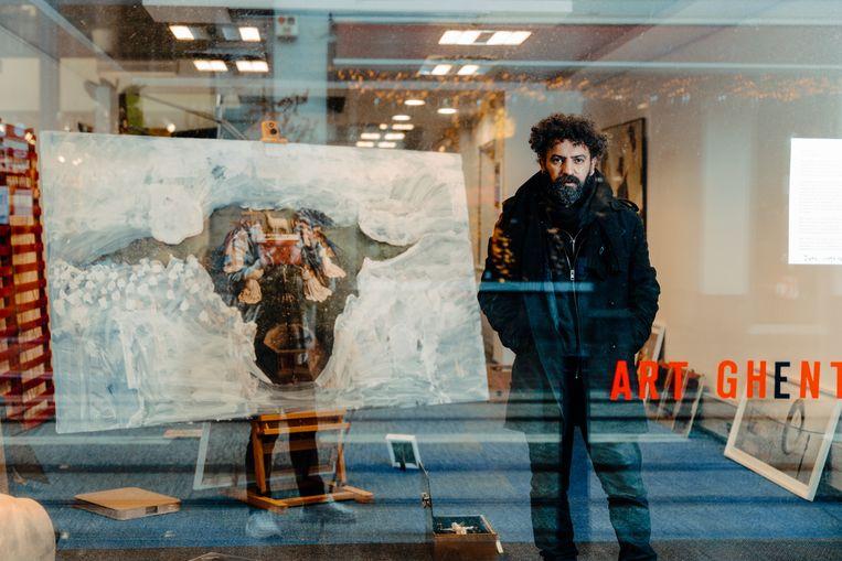 Kunstenaar Ben Benaouisse. 'Kunstorganisaties willen geen kortstondige subsidies of een tijdelijke verblijfplaats, wel een vorm van begeleiding waarmee ze kunnen uitgroeien tot een zelfvoorzienende organisatie.' Beeld Damon De Backer