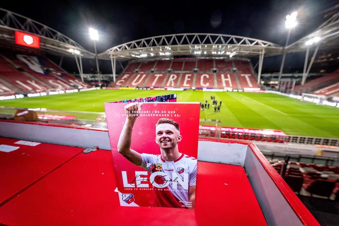 Het programmaboekje van Jong FC Utrecht - Go Ahead Eagles met Leon de Kogel op de cover.