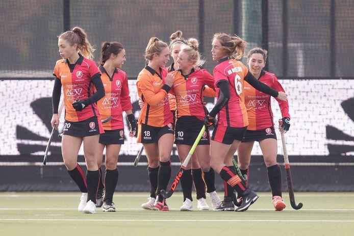 Een beeld dat we vanwege de afgelasting vanmiddag niet zullen zien: juichende speelsters van Oranje-Rood.
