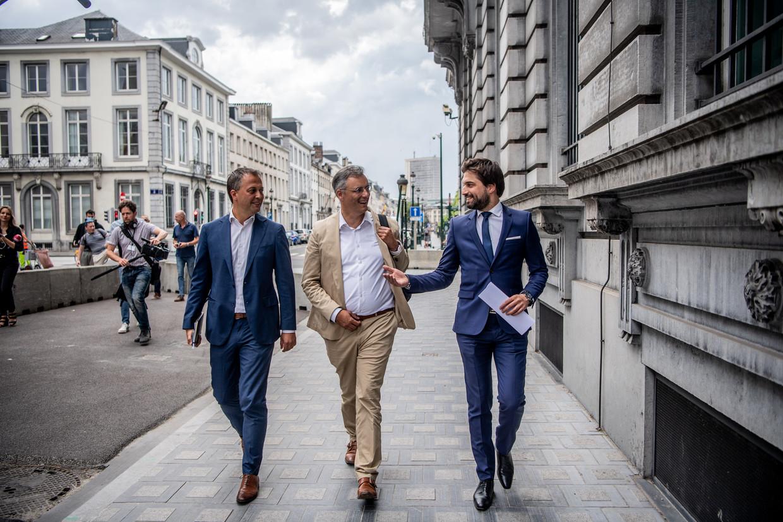 De 'drie koningen': Egbert Lachaert (Open Vld), Joachim Coens (CD&V) en Georges-Louis Bouchez (MR). Beeld Photo News