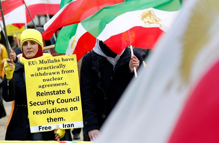 Aanhangers van de Iraanse oppositie (NCRI) betogen in Brussel tegen het regime in Teheran, afgelopen vrijdag. Beeld REUTERS
