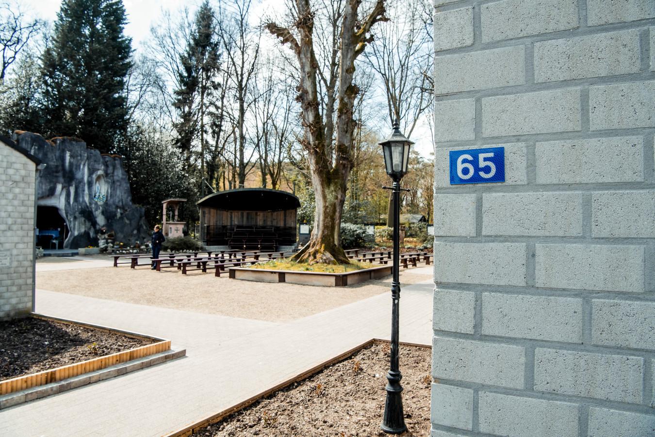 De Grot van Wiemesmeer bevindt zich voortaan op huisnummer 65.