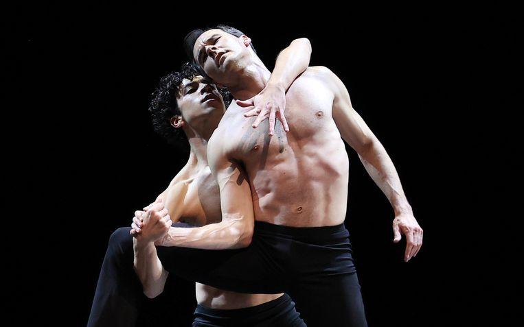 Timothy van Poucke en Jozef Varga in Two and Only van Wubkje Kuindersma tijdens Spring Special van Het Nationale Ballet Beeld Hans Gerritsen