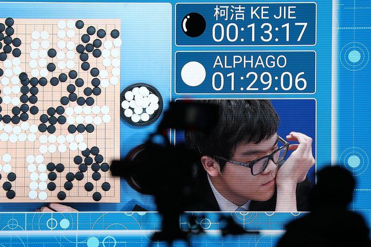 Ke Jie verloor een spelletje Go van de supercomputer AlphaGo. Beeld EPA