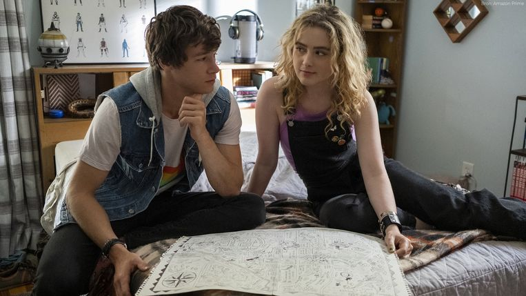 Mark (Kyle Allen) en Margaret (Kathryn Newton) in 'The Map of Tiny Perfect Things'. Beeld RV