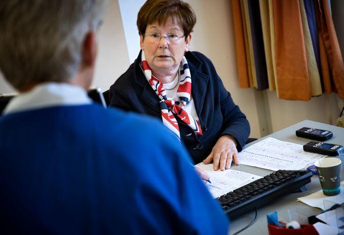 Marij van Deursen, 25 jaar vrijwilligster bij het Elkerliek ziekenhuis in Helmond.