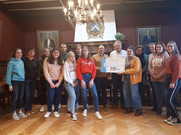 De leerlingen van Don Bosco Mariaberg kregen een cheque van 915 euro.
